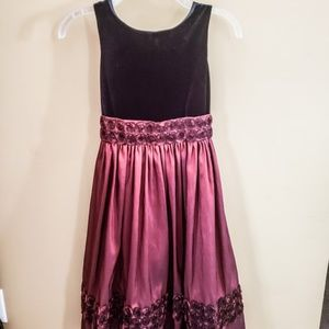 🌴Girls size 8 black and burgundy dress